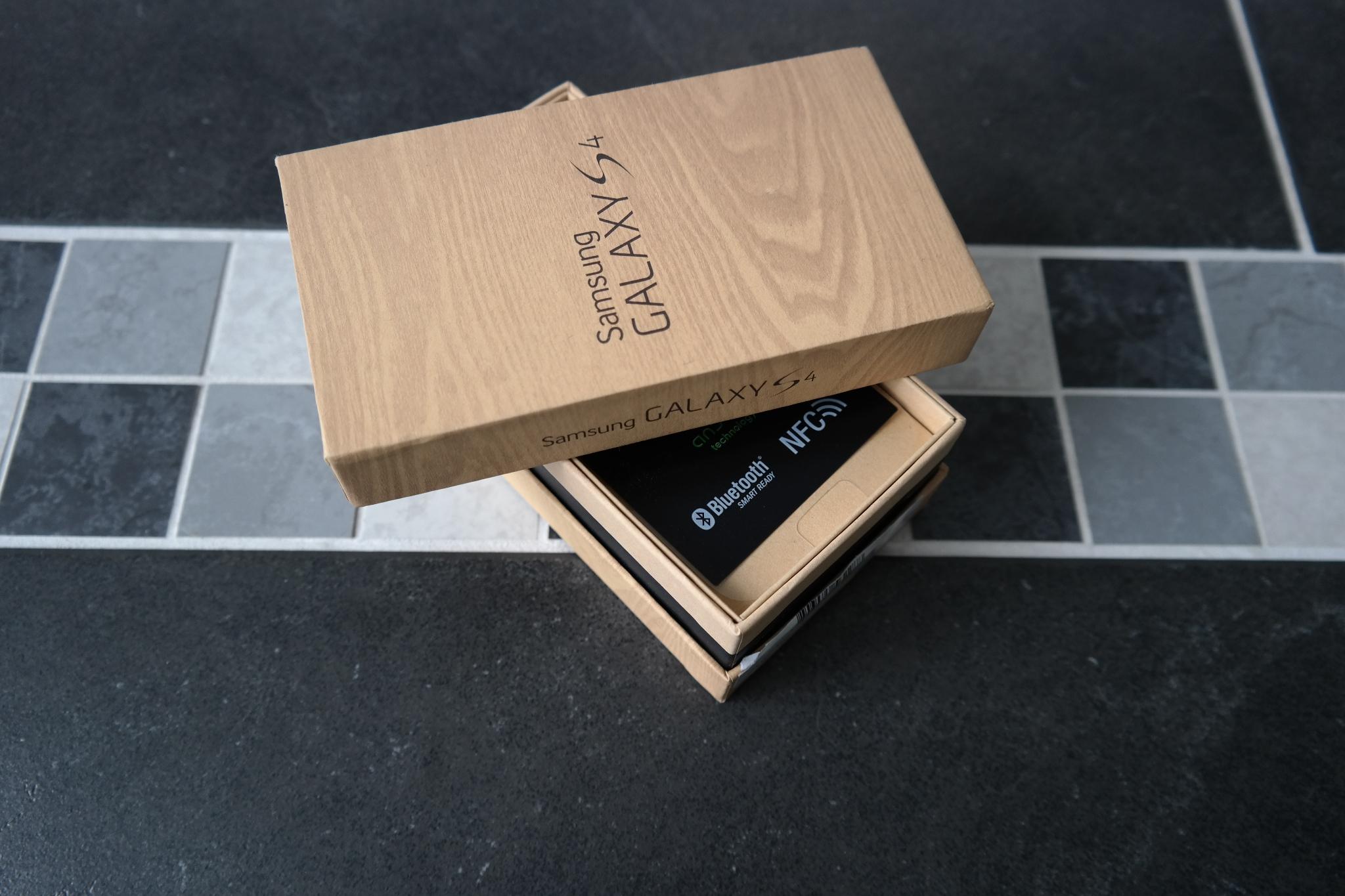 Samsung Galaxy S4 Black Edition Box