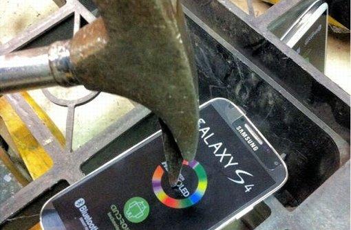 hammer-galaxy-s4-fake