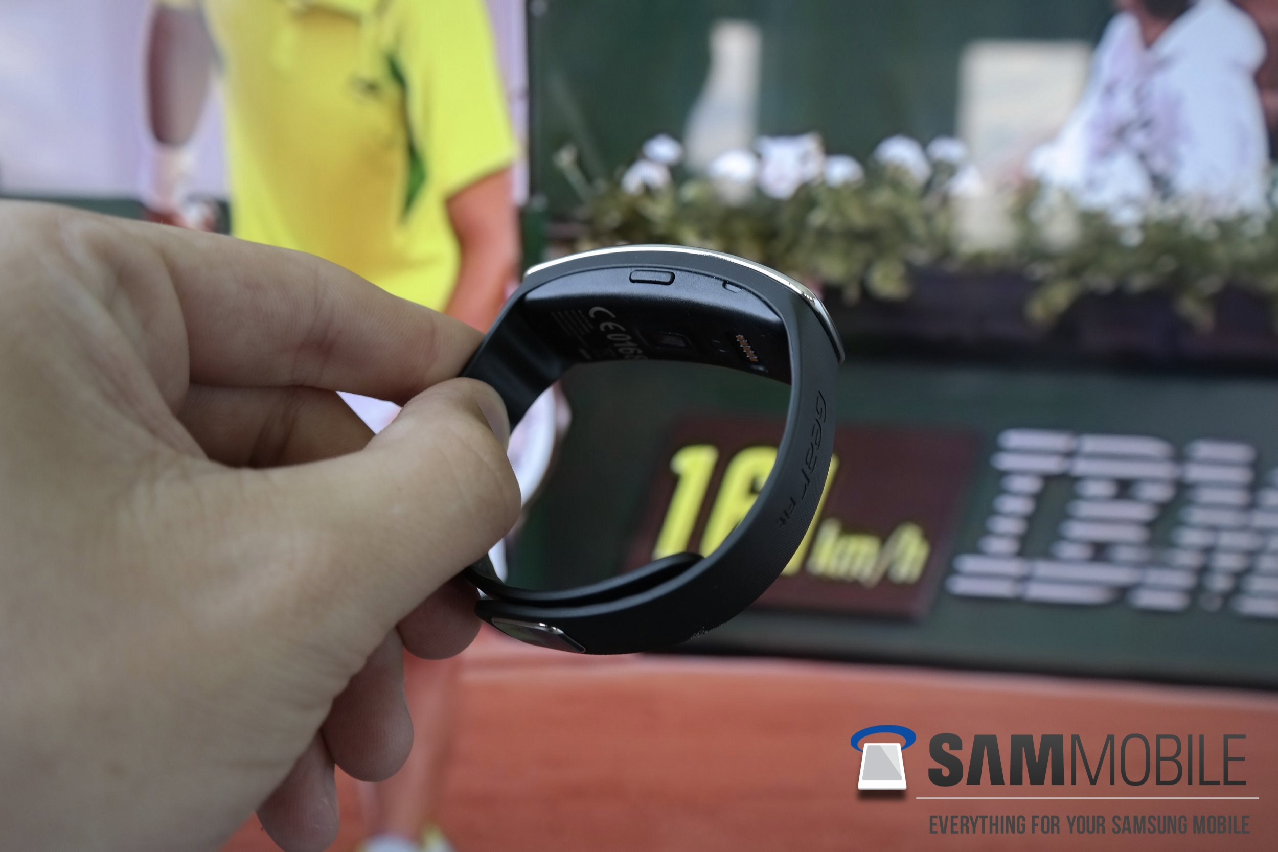 Samsung Gear Fit Is Beautiful Inside And Out Review: Gear Fit Review: Beautiful Design, Awful Fitness