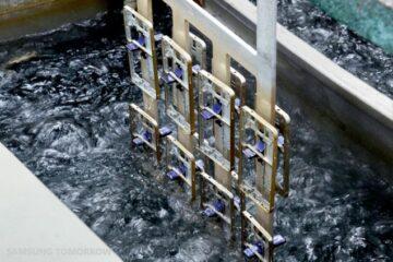 Samsung Galaxy Alpha Metallic Frame Construction - 2