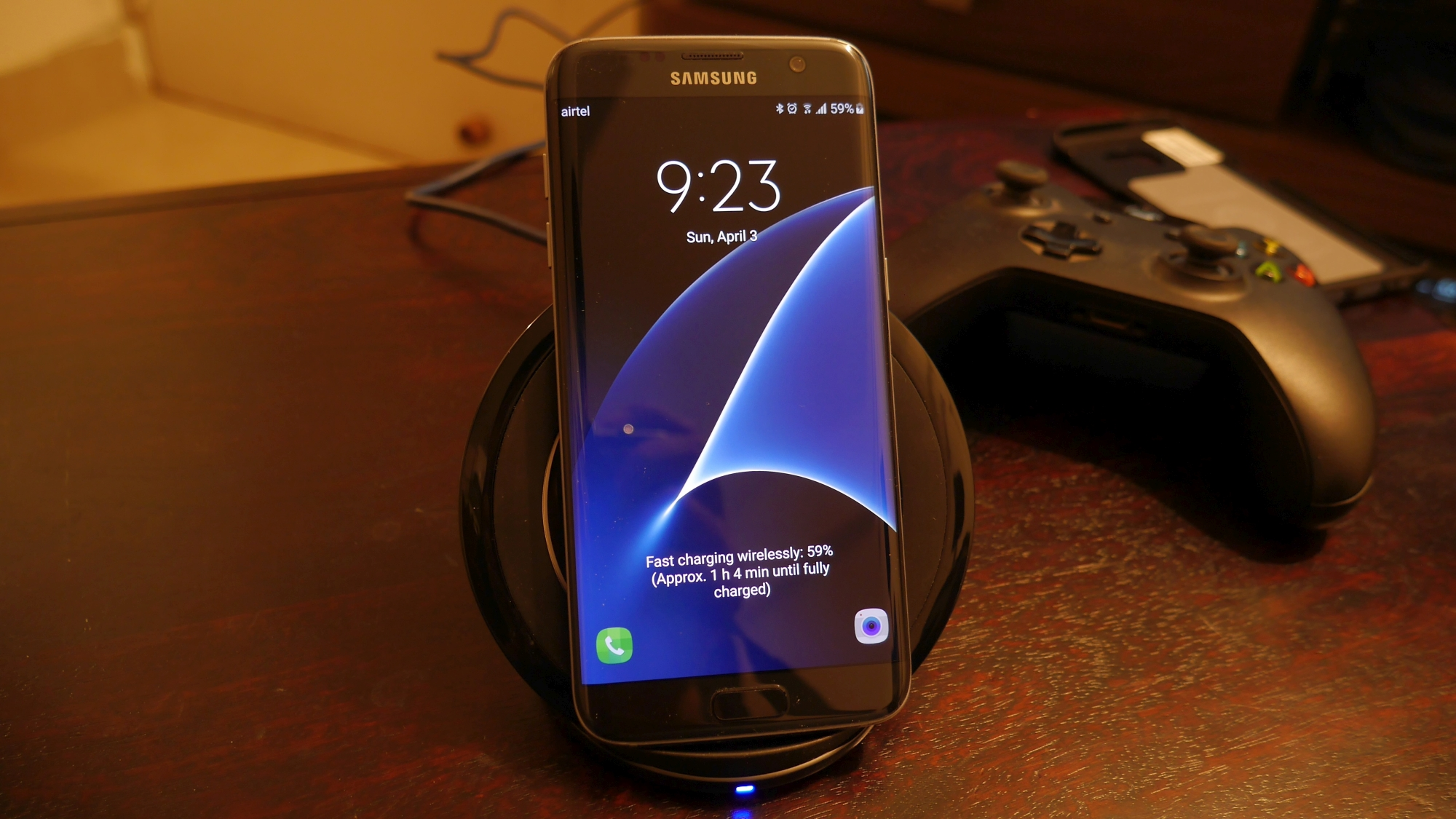 review samsung fast wireless charging stand makes. Black Bedroom Furniture Sets. Home Design Ideas