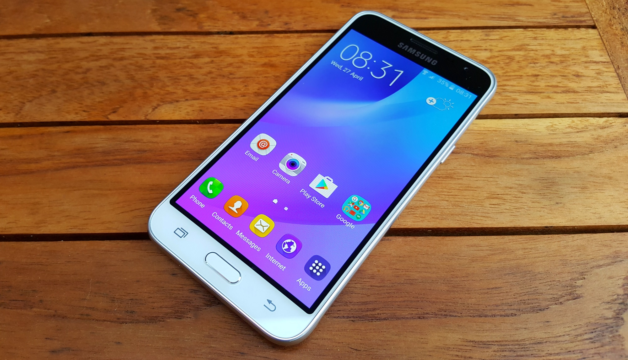 Samsung Galaxy J3 (2016) review: AMOLED for the masses