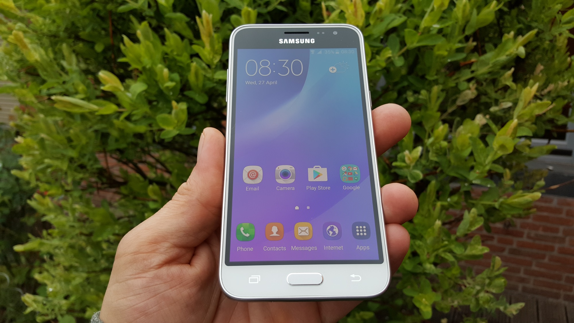samsung galaxy j3 2016 review amoled for the masses sammobile sammobile. Black Bedroom Furniture Sets. Home Design Ideas