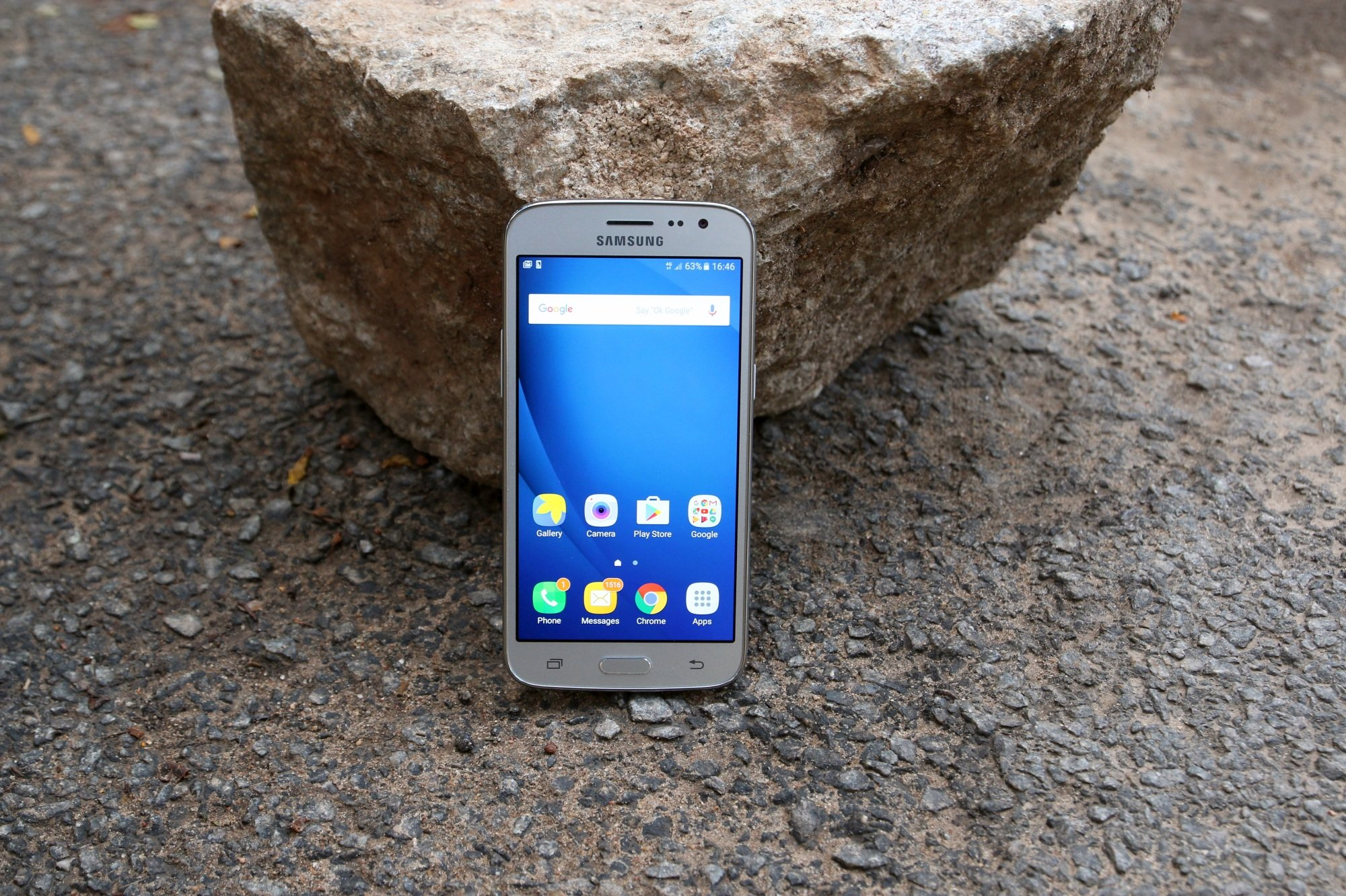 Samsung Galaxy J2 (2016) Review: A budget phone that fails on