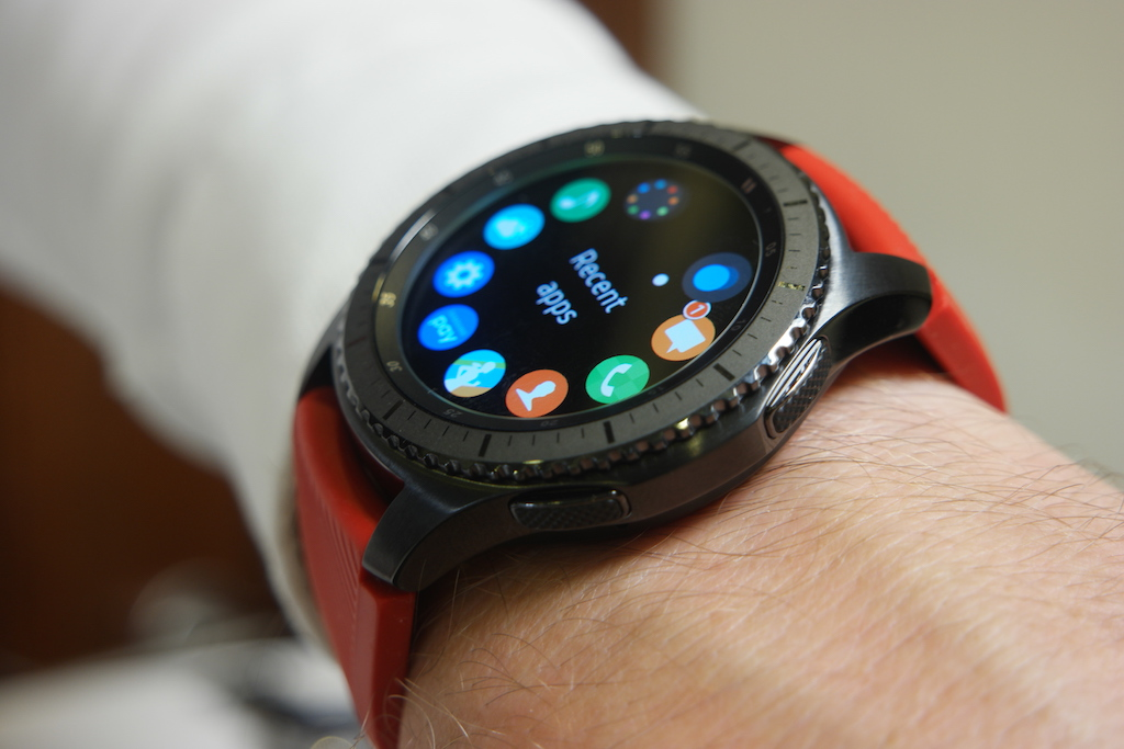 samsung gear s3 hands on a story of refinement. Black Bedroom Furniture Sets. Home Design Ideas