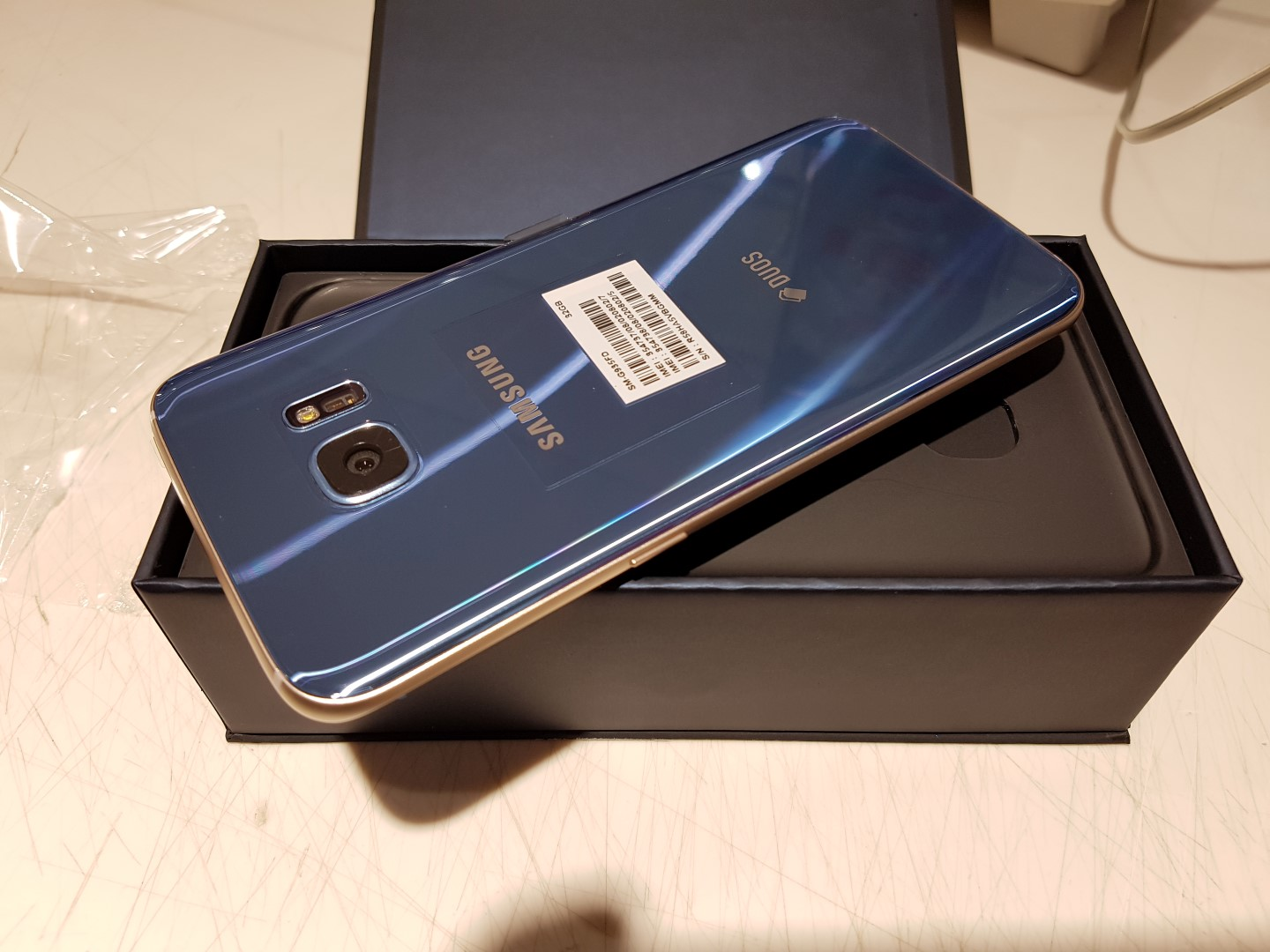these pictures of the blue coral galaxy s7 edge unboxing   sammobile