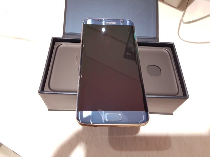 blue-coral-galaxy-s7-edge-unboxing-16