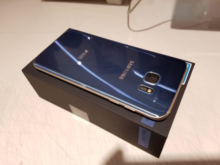 blue-coral-galaxy-s7-edge-unboxing-2