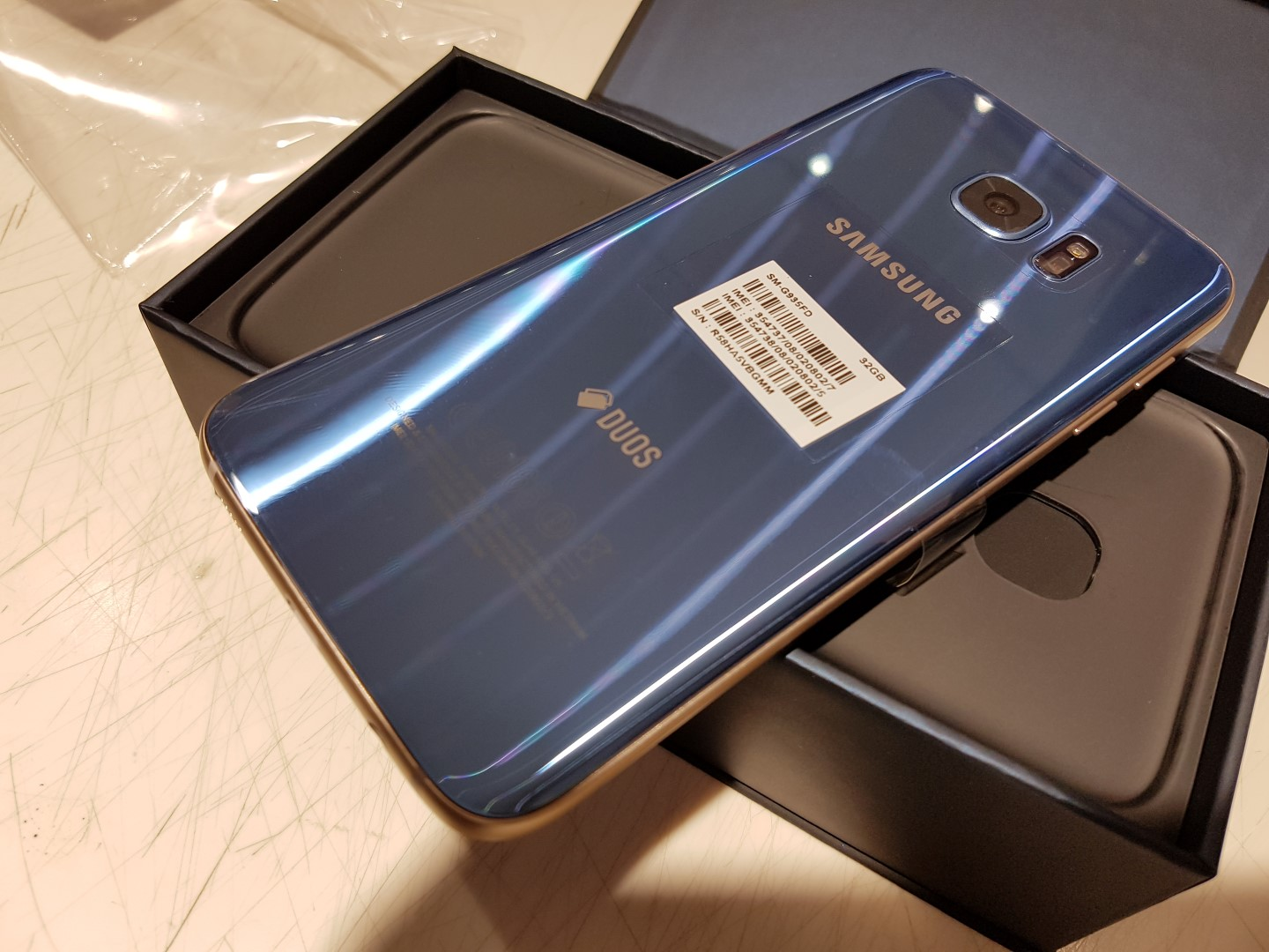 check out these pictures of the blue coral galaxy s7 edge unboxing sammobile sammobile. Black Bedroom Furniture Sets. Home Design Ideas