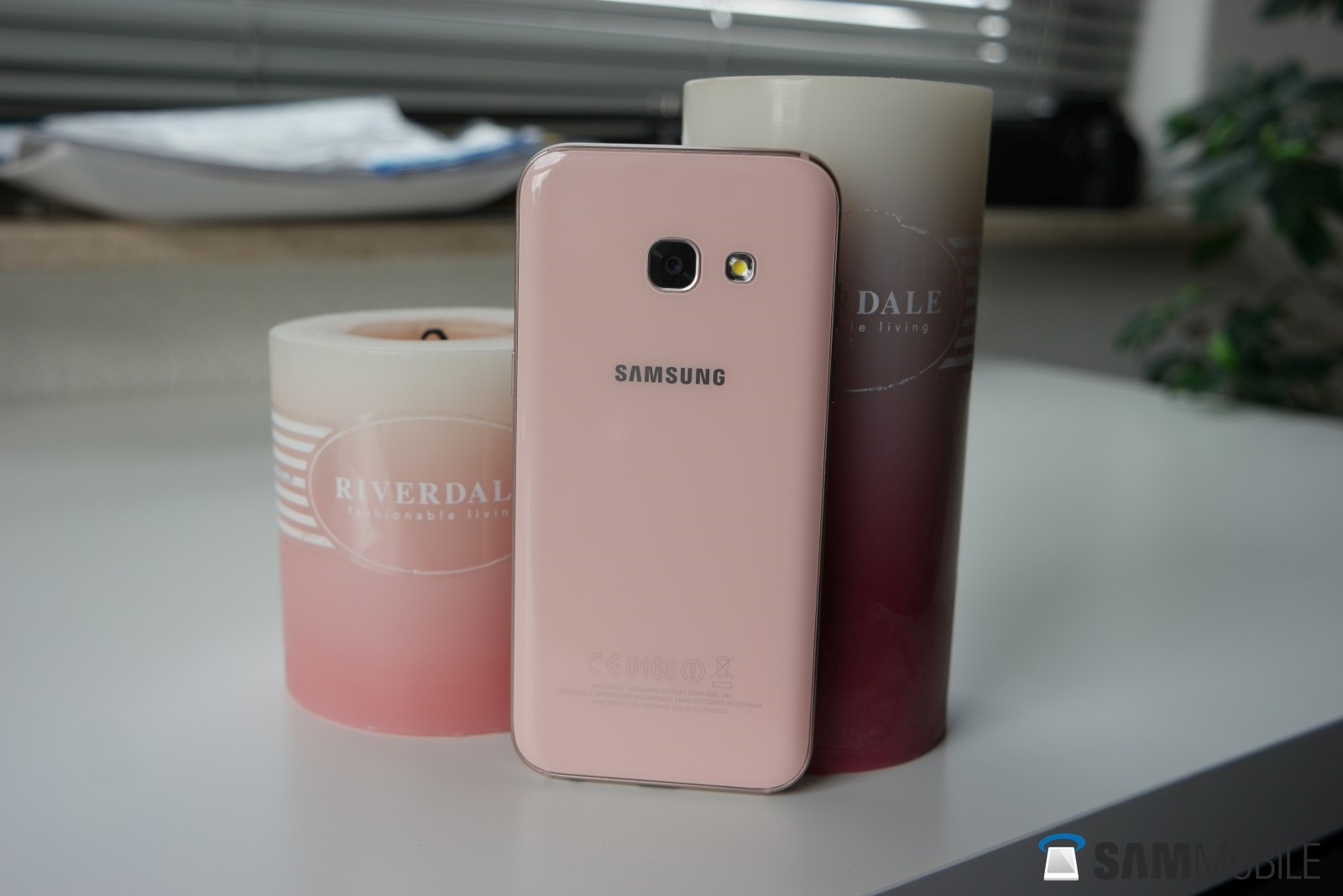 samsung galaxy a3 2017 review finally the 39 a class 39 compact phone we wanted sammobile. Black Bedroom Furniture Sets. Home Design Ideas