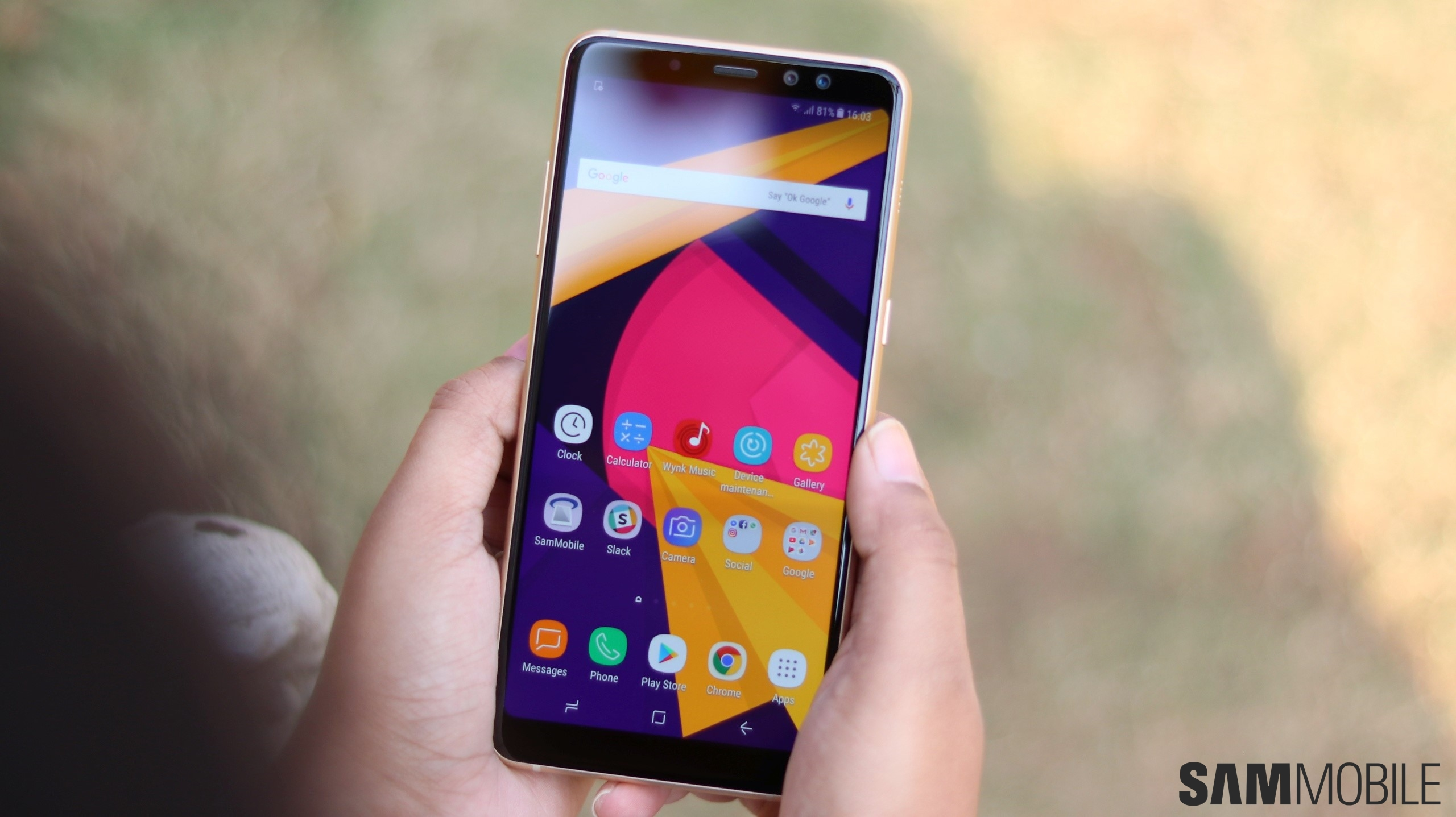 Galaxy A8 (2018) starts receiving the Android Pie update in