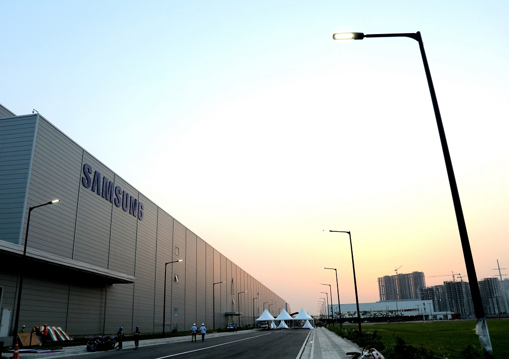Tired of waiting, Samsung Display throws numbers at India OLED factory